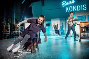 """""""Blue air"""" på Örebro länsteater. Foto: Kicki Nilsson/ICON Photography"""