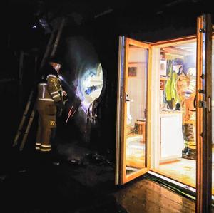 När räddningstjänsten kom fram hade elden redan släckts och endast eftersläckningsarbetet kvarstod. Foto:  Privat.