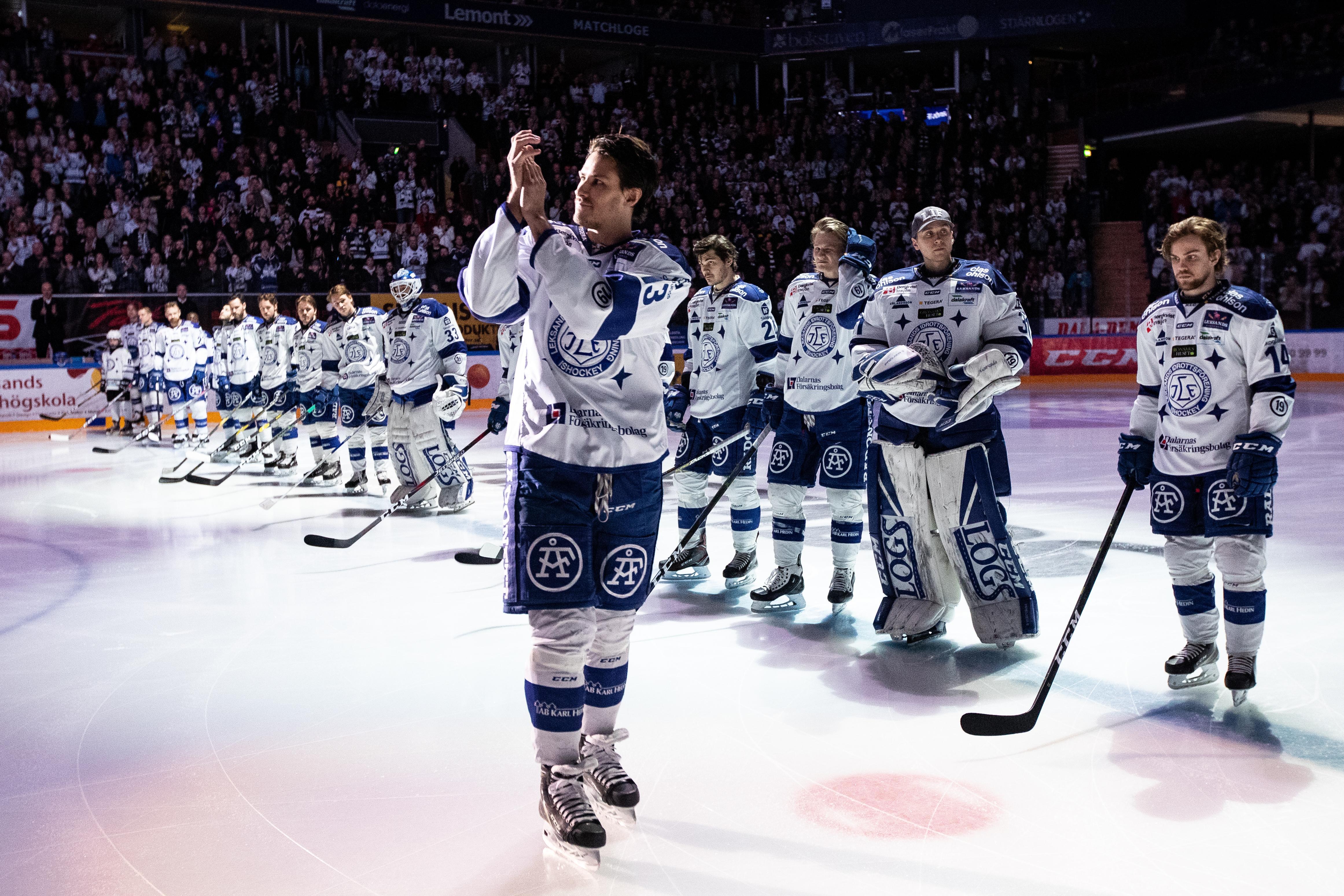 Jon Knuts hyllas för 500 matcher i Leksandströjan. Foto: Daniel Eriksson/Bildbyrån.