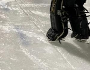 Bild på spricka i isen på Hakonplanen från tisdagen. Foto: Privat.