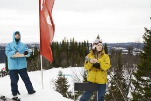 Domarduon Stefan Karlsson och Marina Minetti hade en svår uppgift att särskilja åkarna i hoppdelen. Det bjöds på riktigt vass åkning.