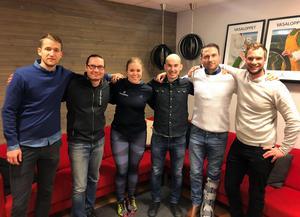 IFK Mora fotbollsklubbs nya tränarstab som skall lotsa damlaget 2018. Fr.v. Johan Hinders, Håkan Ryss, Elin Larsson, Dima Konovalov, Ajdoan Muliqi och Mikael Olson