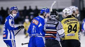 I hetluften. Magnus Fryklund i ordväxling med Christoffer Fagerström för några säsonger sedan i ett möte mellan Broberg och Vänersborg.