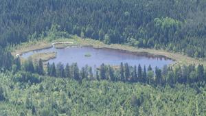 Den extrema torkan gör sig synlig i sensommarfärger och låga vattenstånd.