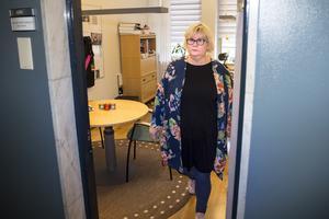 """""""Pengar får vi jobba med, men att ungdomar mår så här dåligt är jätteallvarligt"""", säger Ann-Louise Molin Östling (S), ordförande i individ- och familjenämnden."""