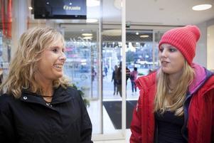 Mer bortskämda i dag. Mamma Katharina Norrby med dottern Sofie Henriksson. Katharina säger att hennes dotter får mer pengar och saker än vad hon själv fick som 13-åring.