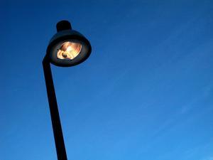 Insändarskribenten vill ha mer belysning längs Trafikgatan i Sundsvall. Foto: TT
