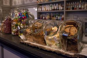 Julgodis, kakor och annat gott finns också för den som vill njuta lite extra.