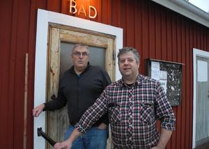 Gerth Bradley (till vänster) och Hans Stängnings är två av eldsjälarna bakom Boda bad- och bastuförening.