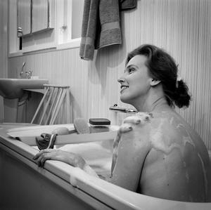 Boendestandarden höjdes vilket även påverkade badrummen under 1960-talets miljonprogram.Foto: Nordiska museet