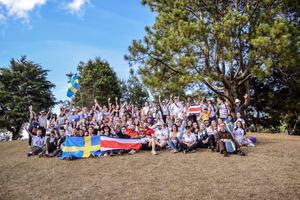 Svenska ungdomar och församlingen i Costa Rica.                                                                        Foto: Hussam Rauf