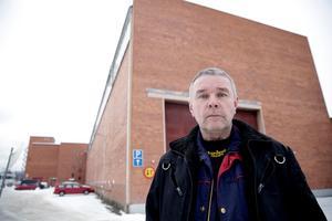 Claes Jansson och övriga anställda vid AQ i Ludvika fick chockbeskedet på torsdagsmorgonen. ABB har ett stort ansvar för den uppkomna situationen, anser fackbasen.