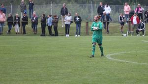 Latorps målvakt Adam Friis höll, trots sju insläppta mål, nere sifforna  mot ÖSK.