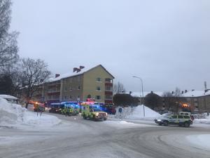 Flera ambulanser, räddningstjänst och polis kallades till platsen.