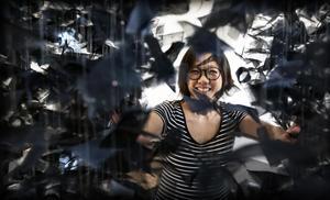 Leyun Wang på fjolårets utställning i Härnösands konsthall. Arkivbild.