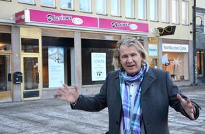 För två år sedan gladdes Tvättbjörnens vd Stig Svedberg åt att Vezzo skulle flytta in i lokalerna vid Olof Palmes torg.