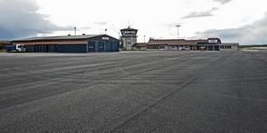 Den 1,7 kilometer långa landningsbanan har fått ny beläggning.
