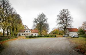 Både Frimurarna, som äger Igelsta gård, och Södertälje kommun, som äger marken intill, har tagit fram planer på hur man kan bygga bostäder respektive förskola längs infartsvägen mot den gamla gården. I båda förslagen finns en allé som ska rama in infarten.