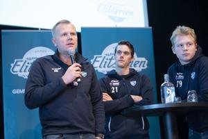 Ari Holopainen hade med sig Emil Viklund och Robin Öhrlund till upptaktsträffen. Bild: Fredrik Sandberg (TT)