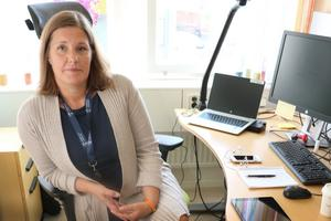 Att underskottet på 23 miljoner kronor plötsligt uppkommit, beror bland annat på bristande ekonomisk transparens, enligt Charlotta Tillbom, tillförordnad kommundirektör.