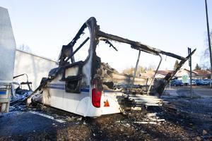 På Vinbärsvägen i Sätra brann i natt en husvagn ner.