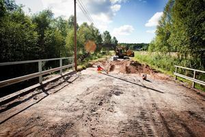 Med hänvisning till det strikta dammansvaret i miljöbalken anser nu Trafikverket att VB Kraft ska betala notan för reparationen av Stakhedsvägen.
