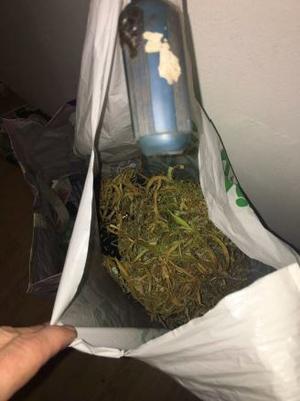 Polisen hittade en även en påse med cannabis, med som väger sammanlagt 108 gram. Bild: Polisen.