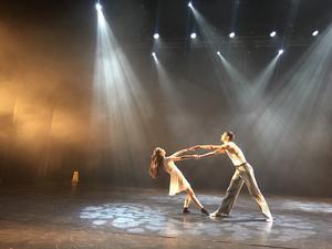 Cecilia Yang och Samuel Lejon gör ett fantastiskt dansnummer.