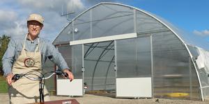 Stefan Johansson är krögare på Högbo Brukshotell. Nu ska han skapa en matsal i växthusmiljö på området.
