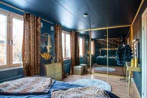 Skön djungelkänsla i sovrummet.