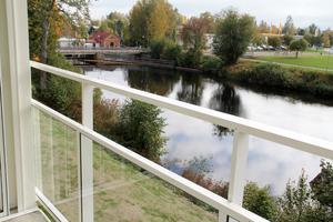 Det här är utsikten från en av balkongerna vid Älvstranden i Edsbyn.