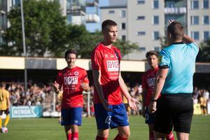 Carl Ekstrand Hamrén är en nyckelspelare I Karlslunds IF i division 1. Här i derbyt mot BK Forward 2018 då han fick rött kort.