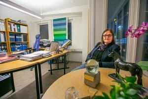 På sitt kontor har Marianne bland annat det konstverk som följde med Sven O Perssons hederspris 2018, en statyett i brons som föreställer Sven O Perssons häst Roger.