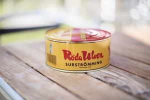 Det kommer att serveras surströmming i Skeppsmalen även den här sommaren.