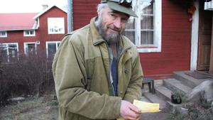 Kjell Holmstrand skapade den lokala valutan klöver som används i Skattungbyn.