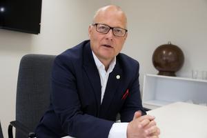 Håkan Englund (S) välkomnar ett nytt beslut, men säger att det initiativet i så fall måste komma från partierna som sa ja till att ändra i ägardirektivet för Aefab.
