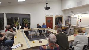 I Färila skolas nybyggda del hölls på måndagen ett möte för att diskutera turistinformationen i Färila. Marcus Persson och Viveca Ståbi höll i trådarna.