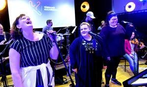 Kulturskolans lärare satsar på ett livestreamat musikquiz som sänds på lördag, när karnevalen nu ställts in. Att sångarna Mari Bjäre Howerdal, Emma Palmqvist och Jenny Andersson är riktigt taggade råder det ingen tvekan om.