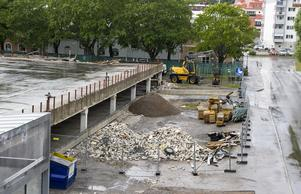 Ombyggnationen av den gamla Åhlénsparkeringen beräknas vara klar i december.