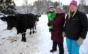 Britt-Marie Wallin och Emma Wallin, mamma till Emil var på bondgården för första gången.