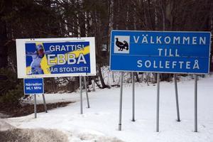 Ett varmt välkomnade för Ebba Andersson när hon kommer in i uppväxtsorten Sollefteå.