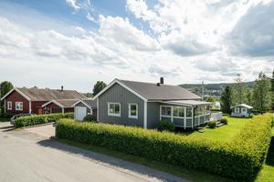 Det här huset på Tranvägen i Gimåt i Örnsköldsvik såldes för 2 630 000 kronor. Foto: HusmanHagberg Örnsköldsvik