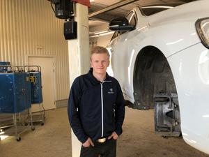 Jonas Jonsson är Sveriges bästa unga bilmekaniker.