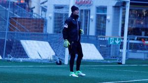 Jonas Olsson ska träna  två pass med ÖSK till att börja med.