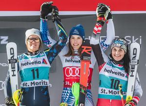 Prispallen i St. Moritz: Anna Swenn Larsson (tvåa), Petra Vlhova (etta) och Franziska Gritsch (trea). Foto: Sportbild