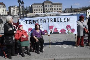 Pensionerna är orättvisa och leder till att många kvinnor får leva sin ålderdom som fattig.  Tantpatrullen kräver åtgärder.
