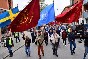 De senaste decennierna har det blivit allt mer tydligt att de framgångar vi sett för jämställdhet och kvinnors rättigheter inte kan tas för givna. Därför demonstrerar vi för fred, frihet och feminism den första maj, skriver S-kvinnor. Bilden är från förstamajfirandet i Malmö 2018.