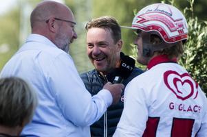 Timrå IK-profilerna Emil Berglund och Jonathan Dahlén möttes i en travduell under inledningen av lördagens trav på Bergsåker. Emil Berglund vann och pappa Charles