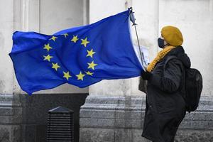 50 procent av miljarderna i EU:s coronafond blir bidrag och 50 procent blir lån som skall betalas tillbaka. Det innebär att det för varje svensk blir det 400 kronor per år att betala, skriver Tommy Berglund. Foto: Alberto Pezzali, TT.