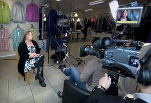 Under två dagar har tv-teamet varit på plats och filmat Monica Pehrson.